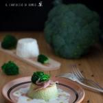 Flan di broccoli e ricotta con crema al pecorino e acciughe