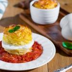Frittata di tagliolini con salsa di pomodoro al forno e mozzarella