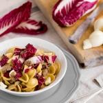 Orecchiette integrali con salsiccia di Norcia, radicchio e nodini di scamorza affumicata